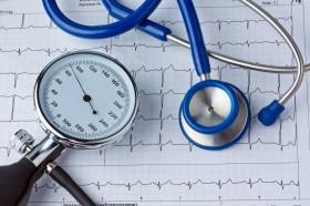 Blutdruck Messung und EKG Kurve